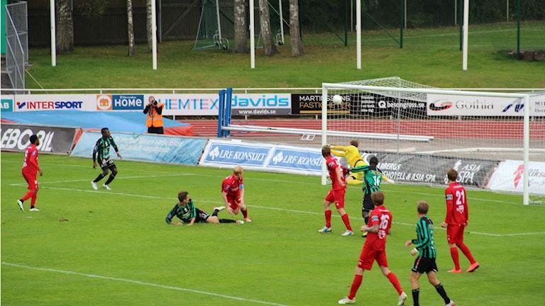 Utsiktens målvakt gjorde en kanonräddning i 92:a minuten. Foto: Per Söderhjelm/Sveriges Radio