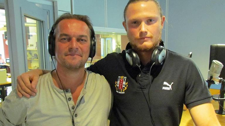 Magnus Jönsson, tränare, och Olle Lindblom, målvakt i HK Drott.  Foto: Peter Bengtsson/Sveriges Radio.