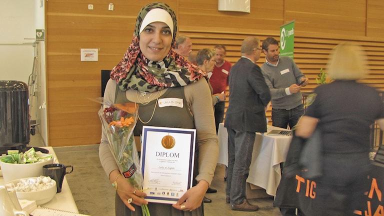 Laila Al Zoghbi fick diplom för sin insats vid en brand på Linnehed i Halmstad