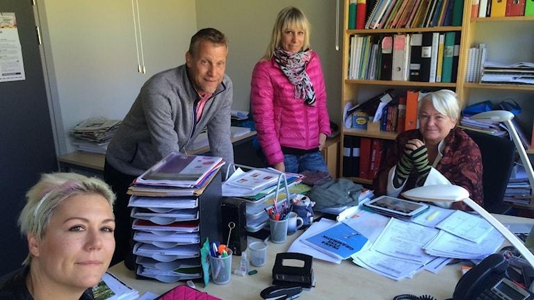 Lärarna på Österledsskolan har tagit fram värmefläktar för att kunna vara kvar på skolan. Foto: Magnus Hagström/Sveriges Radio.