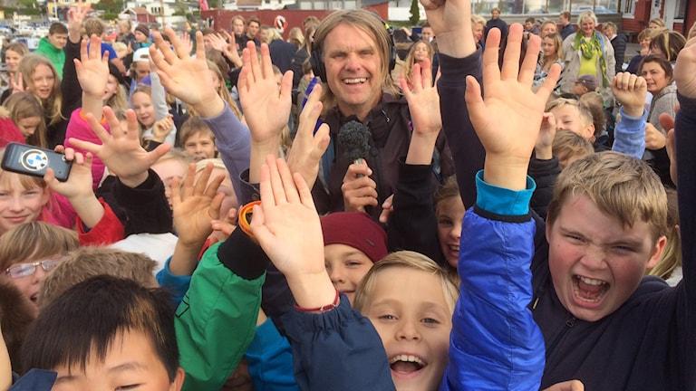 Världens barn-turnén i Gottskär. Foto: Sveriges Radio.