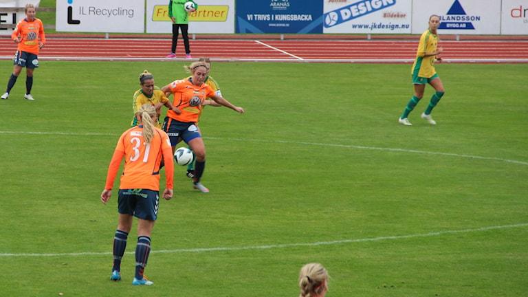 Sista omgången där Kungsbacka DFF kunde säkra nytt kontrakt i elitettan för nästa säsong efter seger mot Bollstanäs med 2-0. Foto: Per Söderhjelm