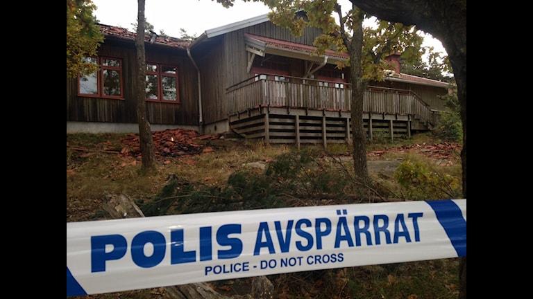 Polisens tekniker undersökte skolan i Vallda. Foto: Sveriges Radio