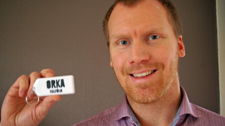 """Andreas Larsson fick kondomer av Trelleborgs kommun med texten """"orka fullfölja"""". Foto: Josefine Larsson (den fru jag är lyckligt gift med)"""