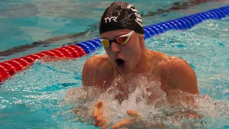 Erik Persson forsar fram mot OS. Foto: Peter Trädgårdh/Helsingborgs simsällskap