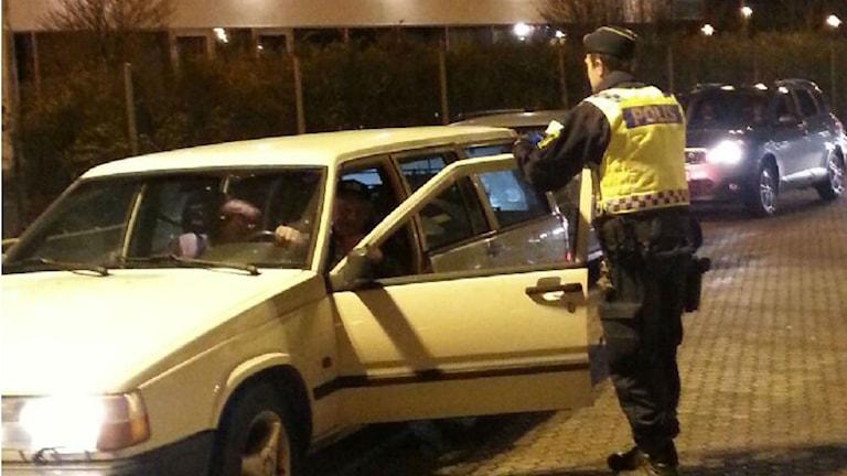 En av alla bilar som kontrollerades av polisen i Varberg. Foto: Inger Söderström/Sveriges Radio