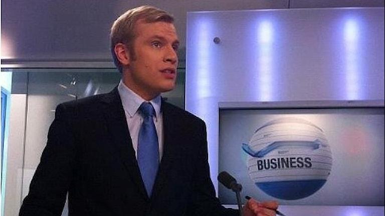 Markus Karlsson från Varberg är reporter på tv-kanalen France24. Foto: France24