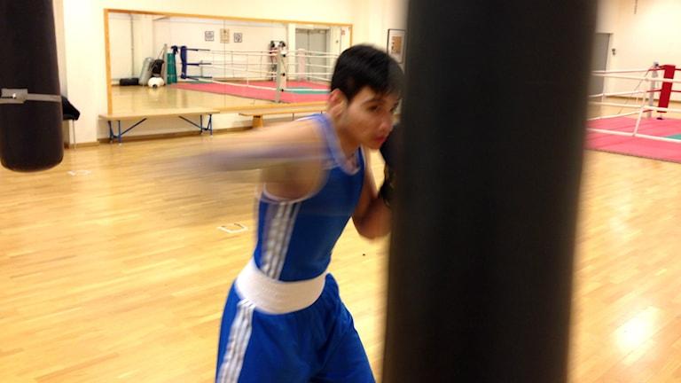 Amad Doski fokuserar hårt på träningen. Foto: Andreas Svensson/Sveriges radio
