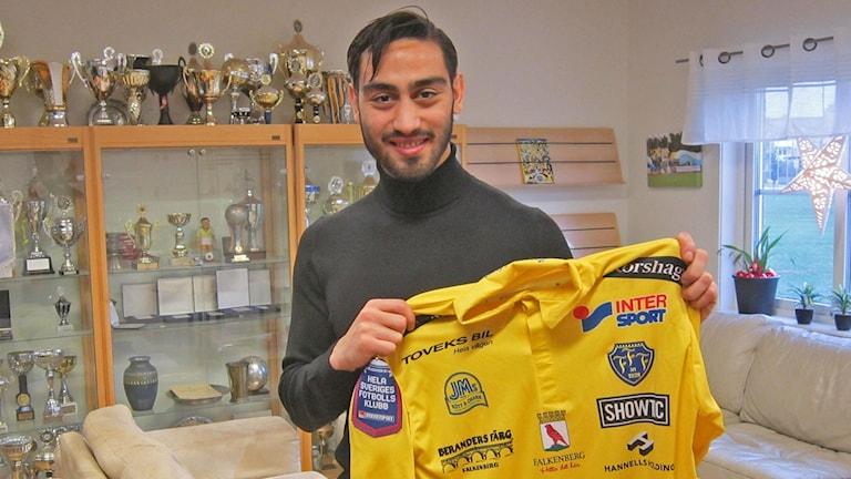 Amin Nazari klar för FFF-tröjan, träning redan i morgon. Foto: Göran Frost/Sveriges Radio