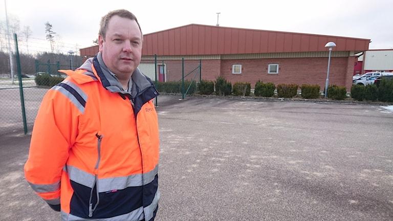 Mattias Andersson, driftsingenjör Hylte kommun. Foto: Henrik Martinell/Sveriges Radio.