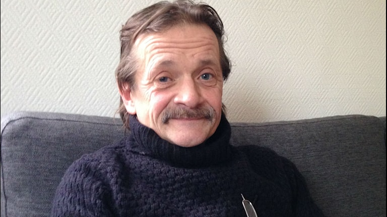 Per Nilsson, bostadslös man i Varberg som tillfälligt får bo hos vänner.