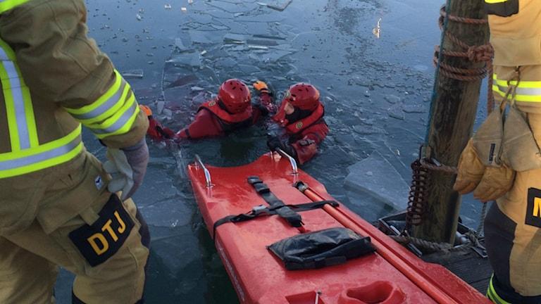 Isräddning i Varbergs hamn