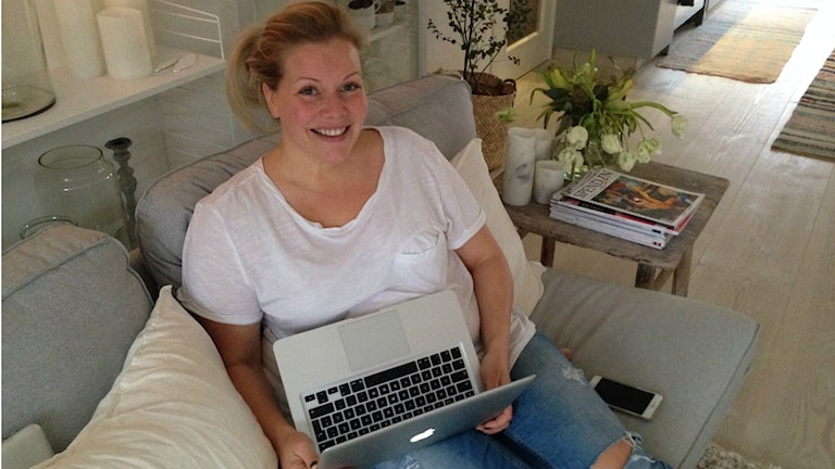 Minna Tannerfalk startade sin blogg för 10 år sedan. Favoritämnena är skönhet, hälsa, inredning och resor. Sedan hon blev mamma för 1,5 år sedan handlar många av inläggen även om sonen Moses. Foto: Therése Alhult/Sveriges Radio.