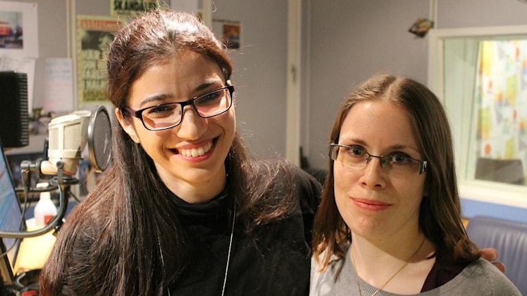 Hiba Charkas  Sanna Lovén i Röda Korsets ungdomsförbund. Foto: Peter Bengtsson/Sveriges Radio