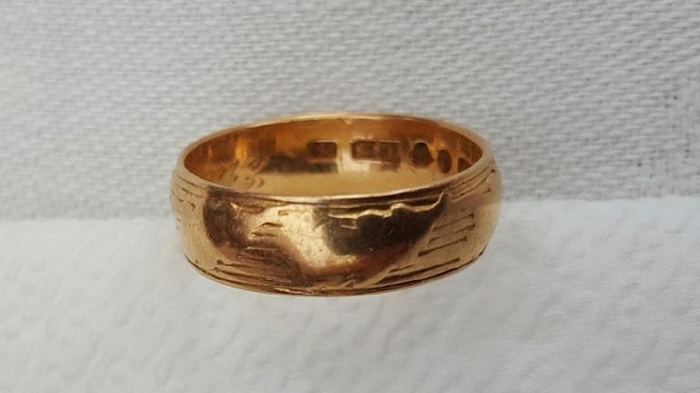 Kenneth Dam från Vallberga i Laholm hittade en ring som nu är påväg till den forna ägarens son.