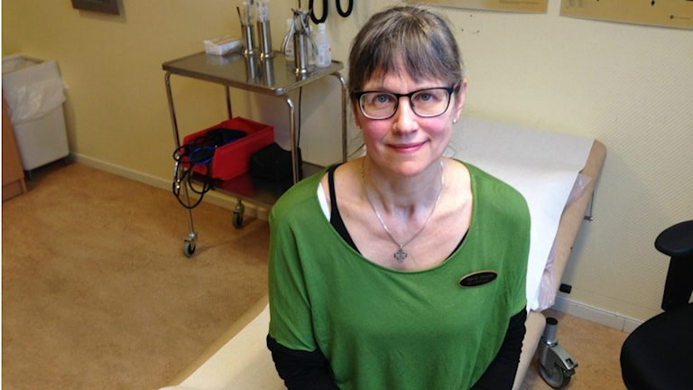Ingrid Jönsson är arbetsterapeut och möter många människor som har sömnsvårigheter. Men det finns hjälp, säger hon. Foto: Therése Alhult/Sveriges Radio
