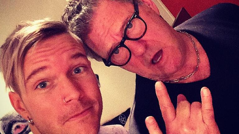 Christoffer Andersson från Dead by April tillsammans med Tommy Körberg i studion. Foto: Privat