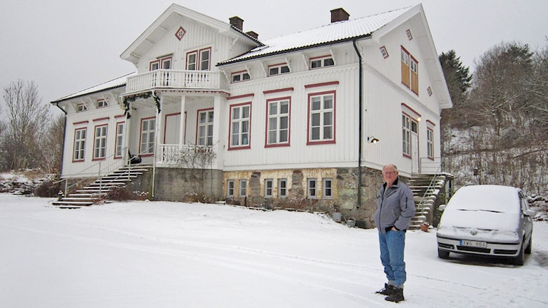 Kjell Carlsson på Godhem, gården där han växte upp på Onsala. Foto: Göran Frost/Sveriges Radio