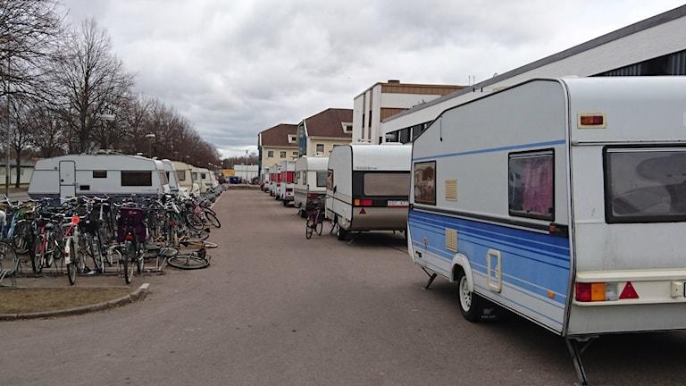 Husvagnarna utanför Arena Hotell.