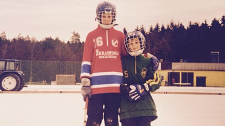 Bandysyskonen Mattias Johansson och Camilla Johansson i unga år