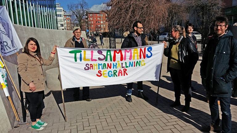 Oavsett ursprung mår folk bra tillsammans, tycker deltagarna i Promenad för trygghet. Bild: Johan Tollgerdt/Sveriges Radio