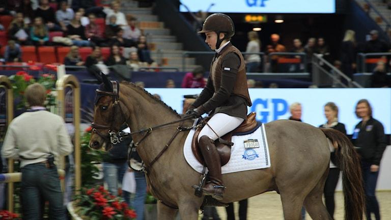 Linnea Bakke och hennes ponny La Tene.