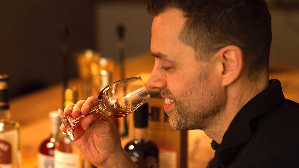 """Patrik Barkevall från Varberg ser fram emot att få smaka på """"Världens äldsta whisky"""""""