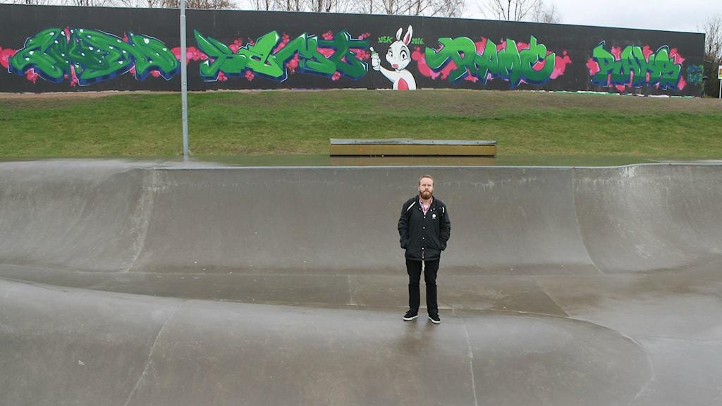 Henrik Cederlund, ordförande för Halmstad skateboardklubb, vill gärna se bland annat klättervägg, utegym, parkourbana och en utomhusscen på området kring skejtparken.