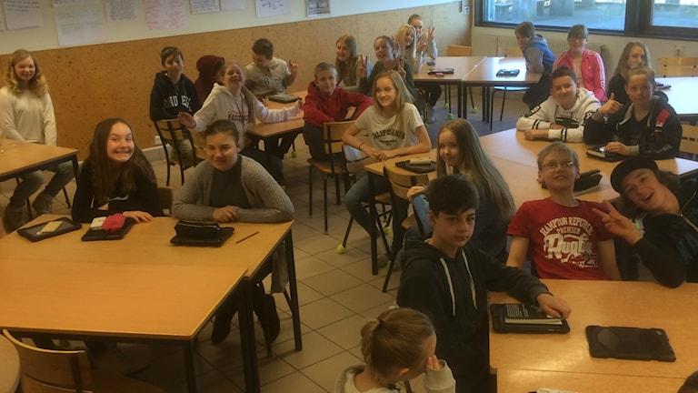 Sexorna på Smedingskolan i Fjärås är glada för att få vara med i tonårslexikonet.