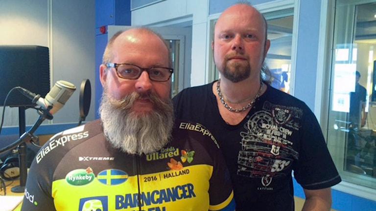 Göran Fritzon och Svante Karlsson samlar in pengar till Barncancerfonden.
