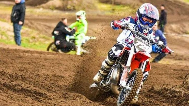Två av fyra motocrosscyklar som skulle användas på söndag har stulits.