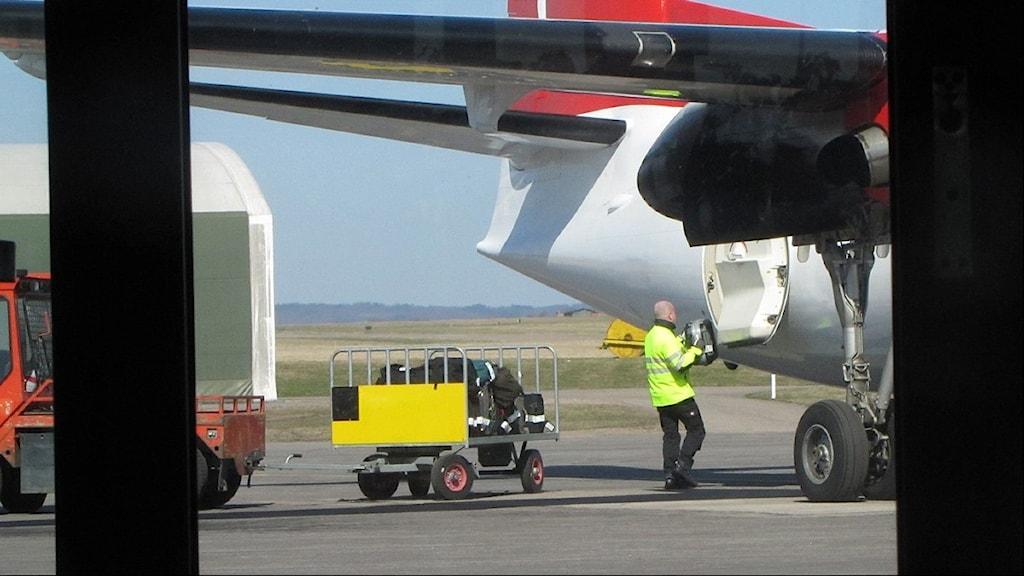 På Halmstad flygplats. Foto: SR.