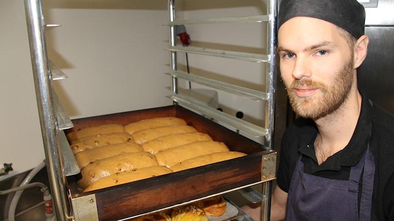 David Krantz är bagare och använder vört från ett lokalt bryggeri in sina vörtbröd.