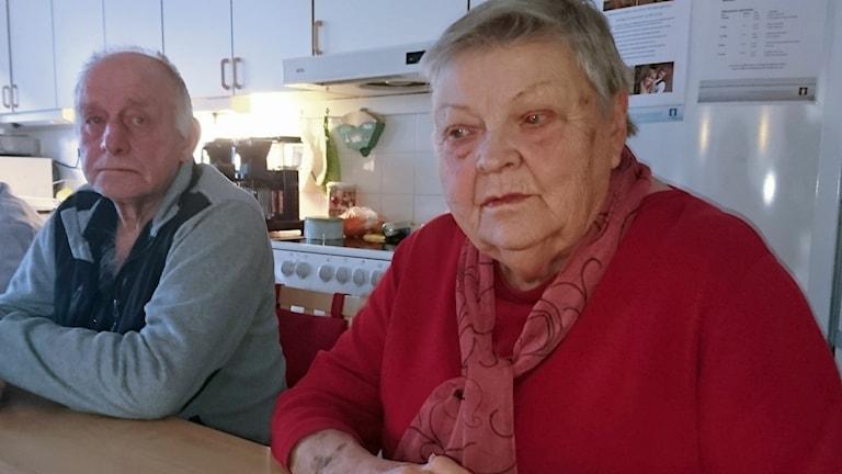 Arne och Margareta stortrivs på träffpunkten i Hede.