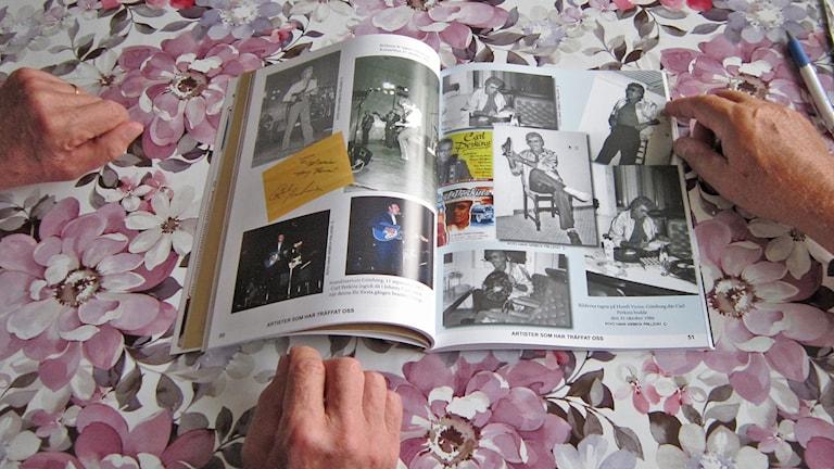 Hans foton, Claes-Håkans texter och affischer och PR-bilder, både nostalgiskt och dokumentärt. Foto: Göran Frost/Sveriges Radio