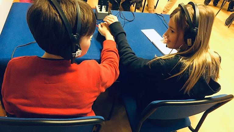 Mollie och Willhelm på Slöingeskolan.