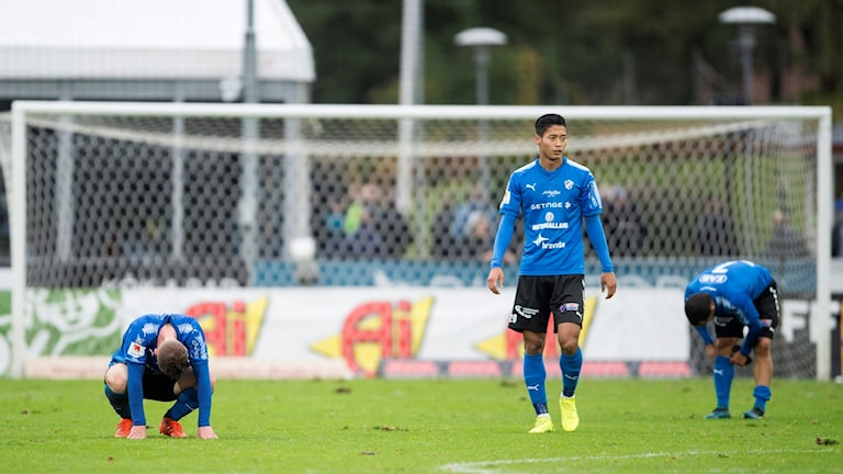 tre HBK-spelare deppar efter ett insläppt mål