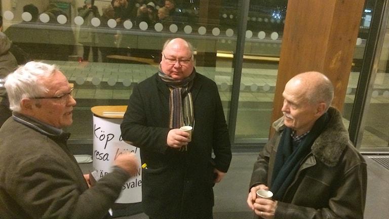 Åsa 356 har samlat in namnunderskrifter med syftet att få fler tågstopp i Åsa.