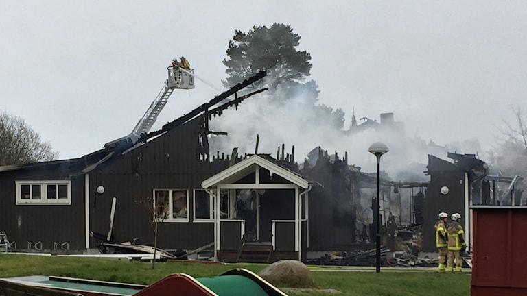 Under natten till lördagen utbröt en kraftig brand i Gottskär hotell utanför Kungsbacka.
