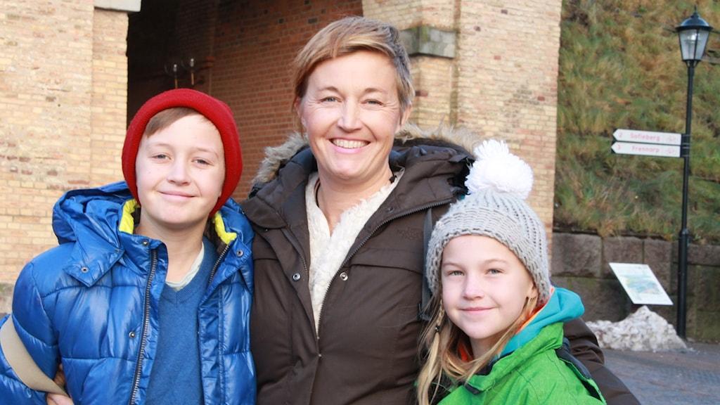 Victoria med barnen Maj och Lucas Ahlén
