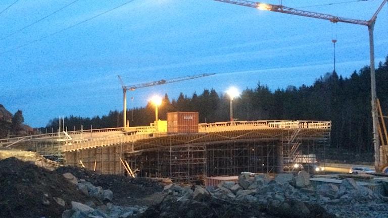 bild på ekodukten som håller på att byggas mellan Kungsbacka och Mölndal.