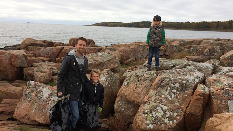 Fredrik och barnen Sam och Leo.