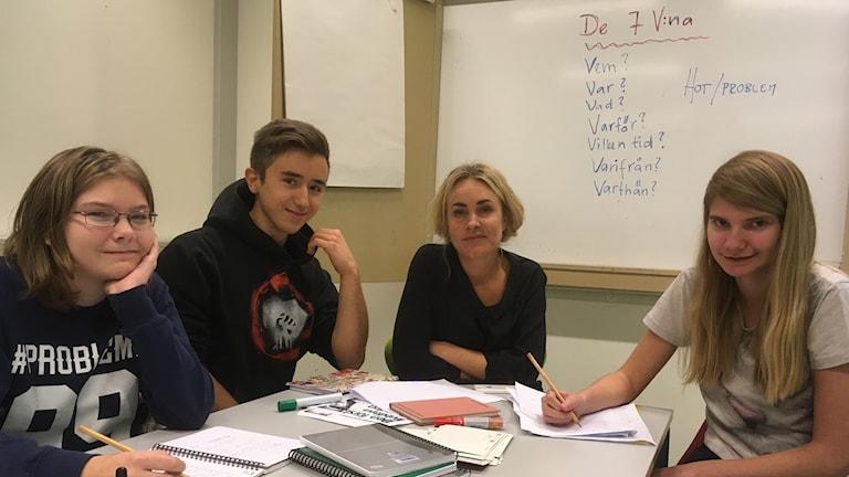 Hanna Lundmark, Simon Ebbeståhl, Sara Beischer och Tova Andersson på Läslovets skrivarkurs.