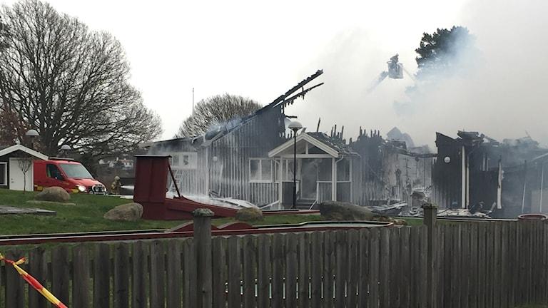 Branden som förstörde hotellets huvudbyggnad misstänks ha varit anlagd.