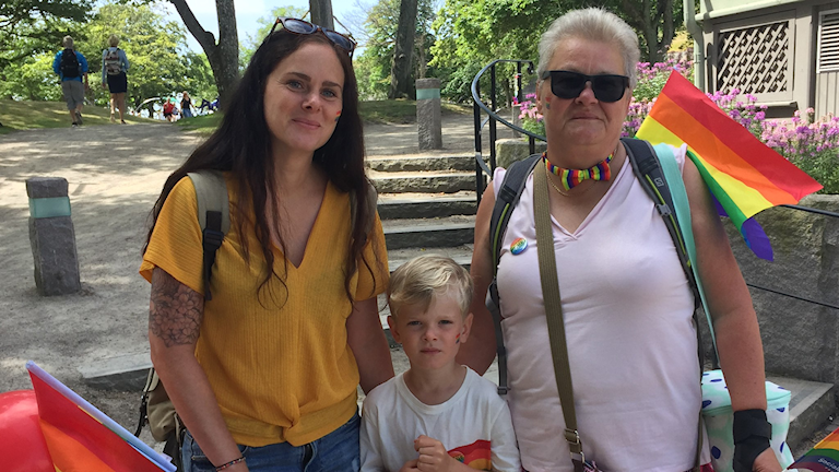 Hanna till vänster, hennes son i mitten och Lena till höger.