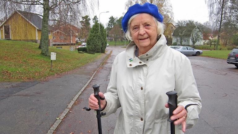 Maj Johansson på väg mot kaffe och ostfralla! Foto: Göran Frost/Sveriges Radio