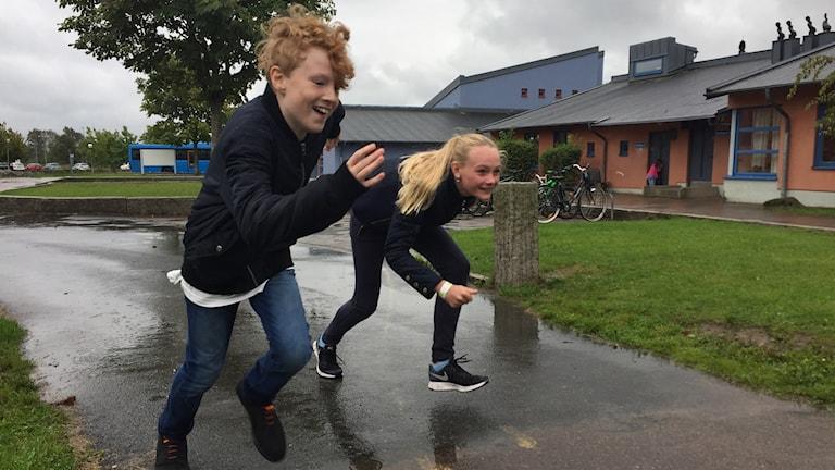 Thor Venerberg och Ebba Andihn tränar inför Skoljoggen.
