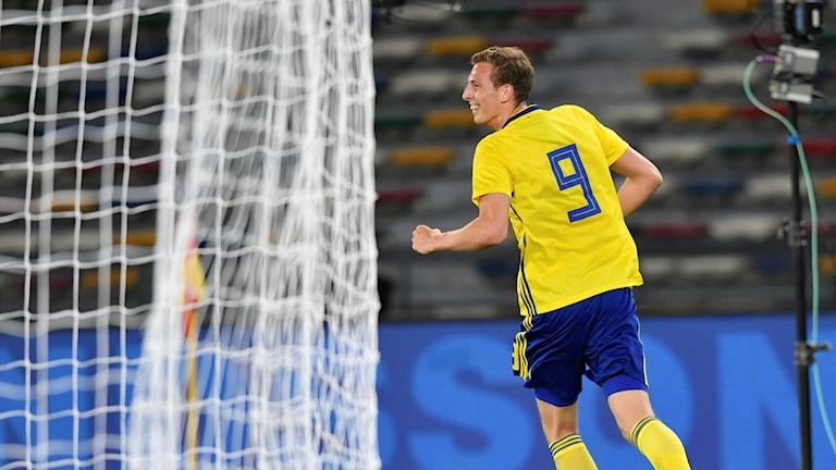 Svensk spelare fira mål