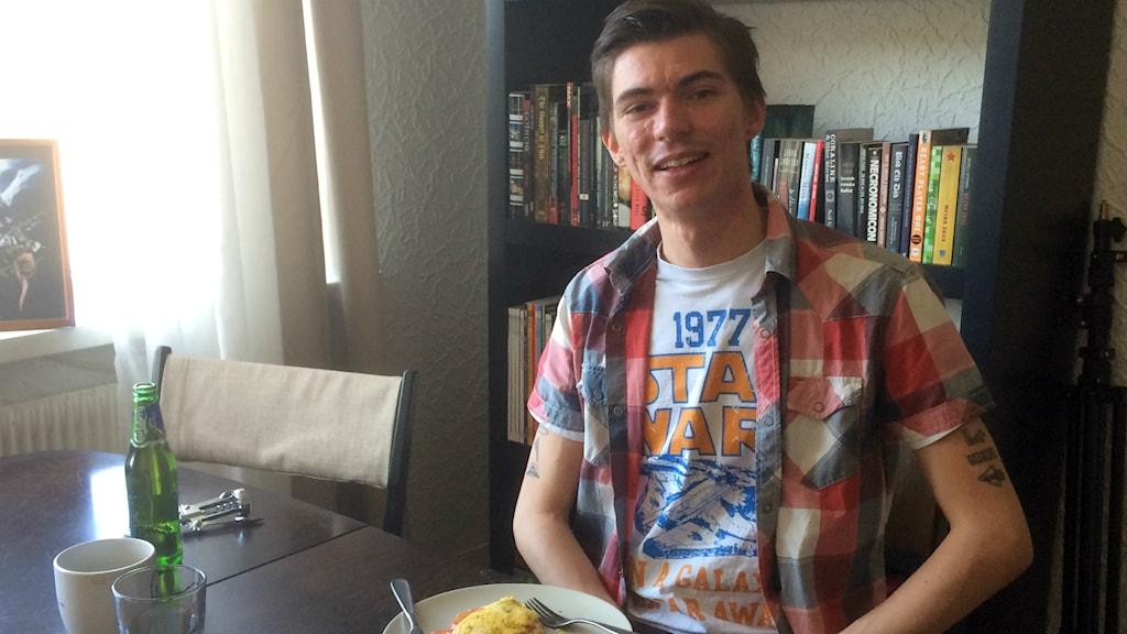 Synden aka Albin Glasell valde fritata och öl till frukost.