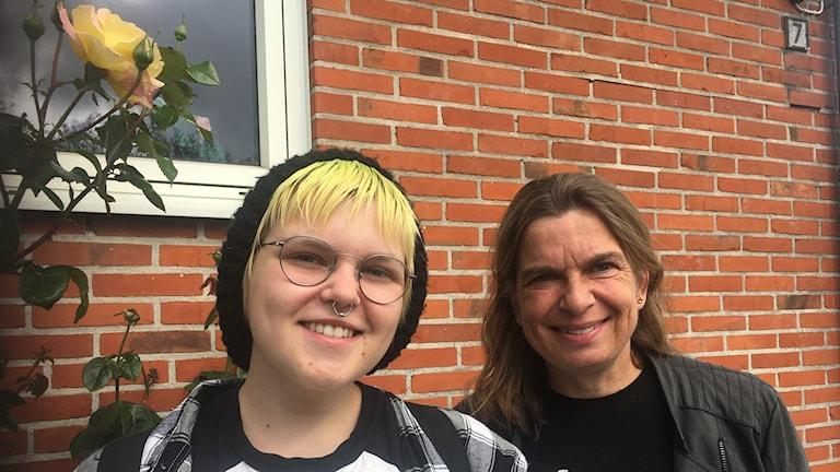 Från vänster Alex Thorsjö och hens mamma Cecilia Thorsjö. Foto: Sveriges Radio
